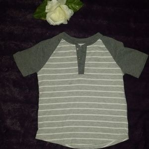 boys size 4 gray & white stripe t shirt